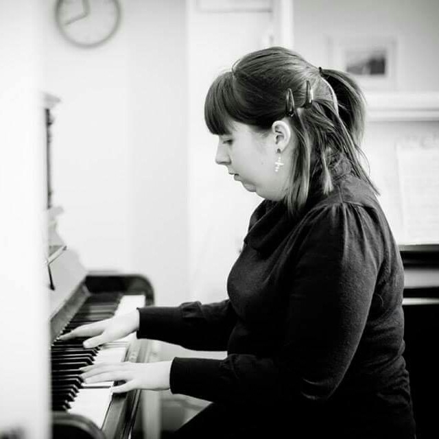 Learn to play the piano in manchester